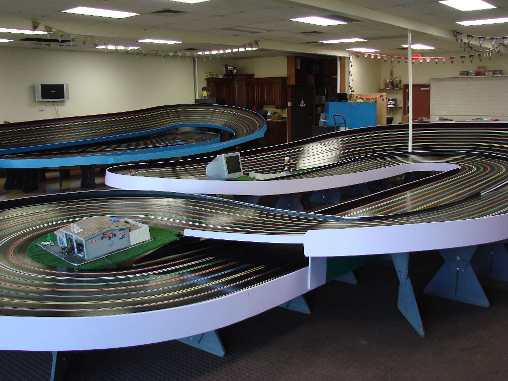 https://www.slotcarcity.com/images/both_tracks_complete3.jpg